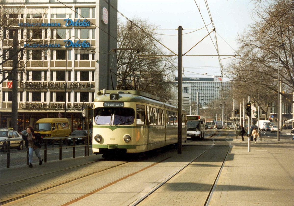 Stadtbahnwagen der Linie 2 am Neumarkt