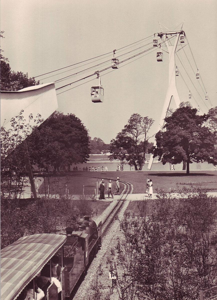 Zur Bundesgartenschau 1957 diente die Rheinseilbahn als Attraktion und Verkehrsmittel.