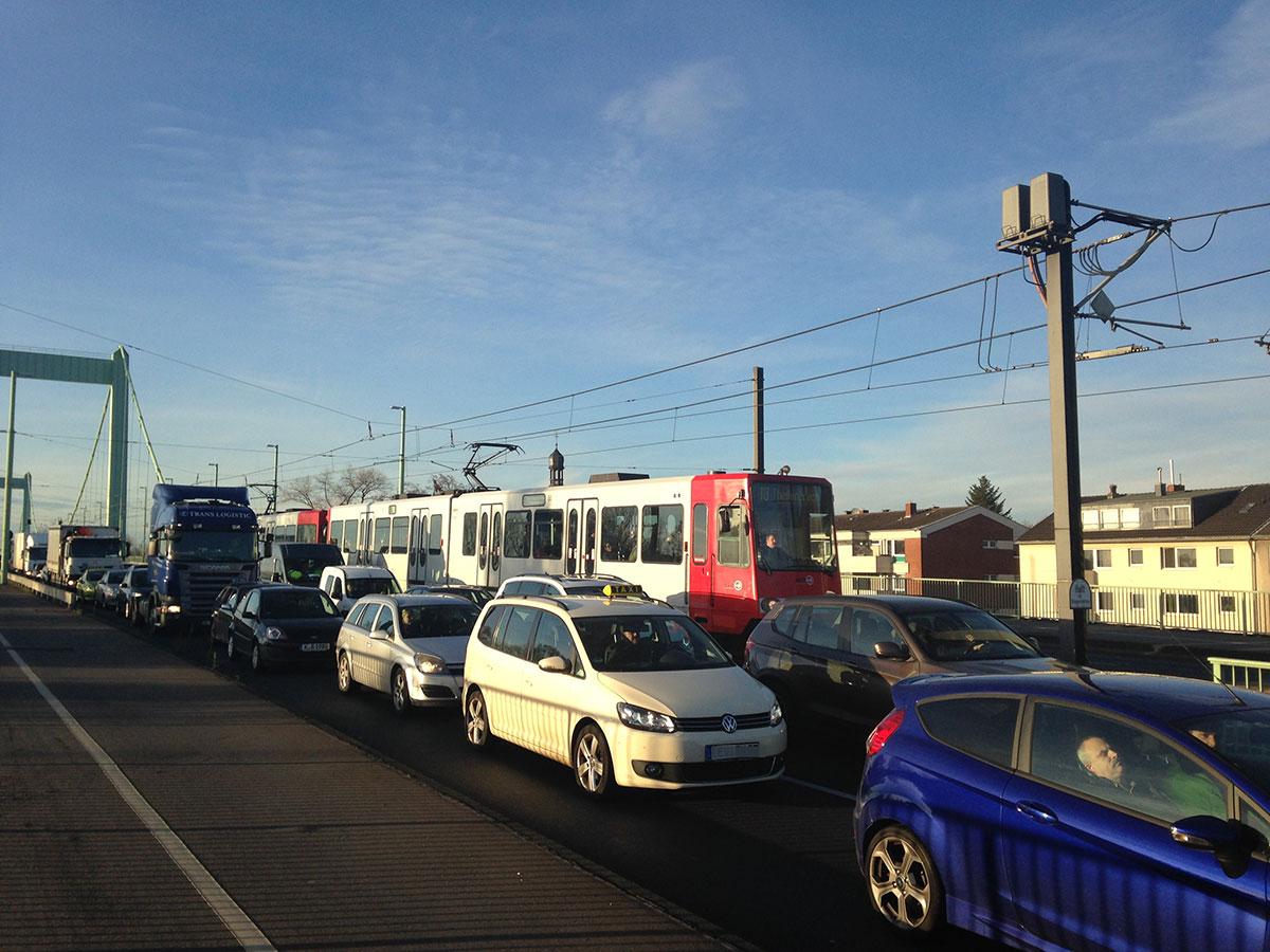 Unsere Fahrzeuge stecken oft, genauso wie die Autos, im Stau fest.