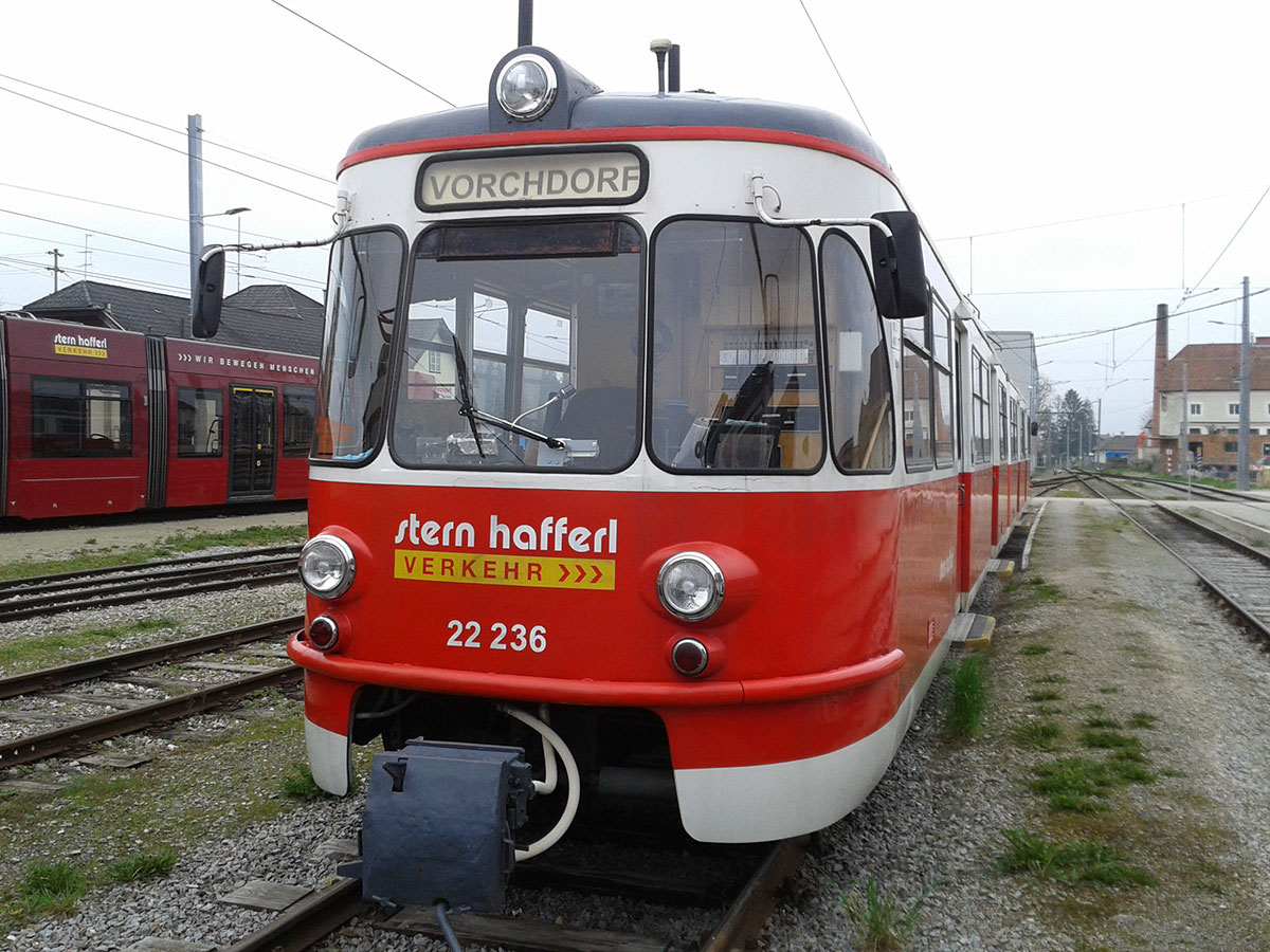 Zwei alte Kölner Bahnen sind noch auf der Strecke Lambach - Vorchdorf in Oberösterreich in Einsatz. (Foto: Schuller)