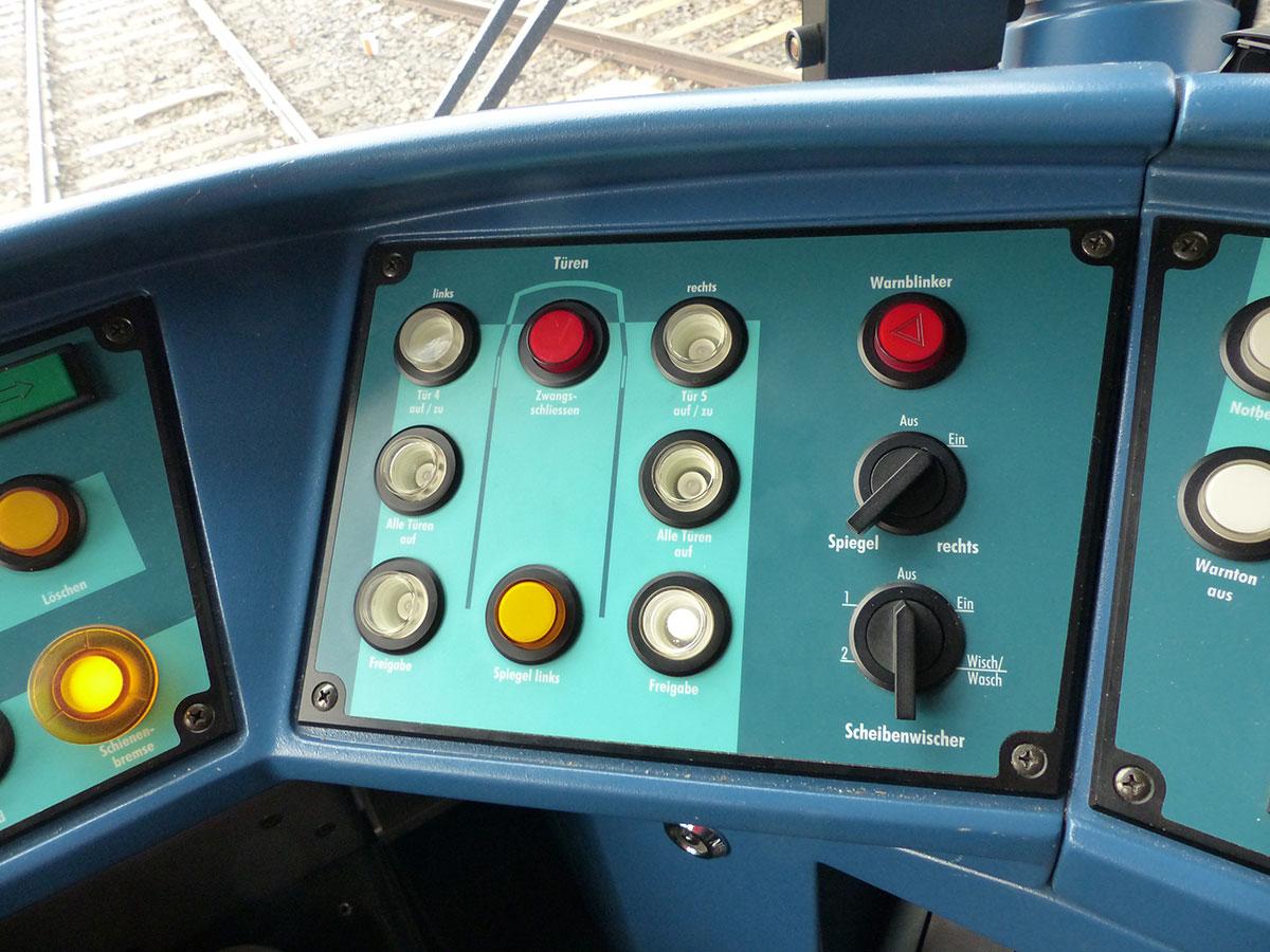 Das Armaturenbrett einer Stadtbahn
