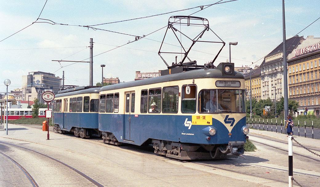 Zug aus Trieb- und Steuerwagen - Wiener Stadtzentrum in den 1980er Jahren. (Foto: Reuther)