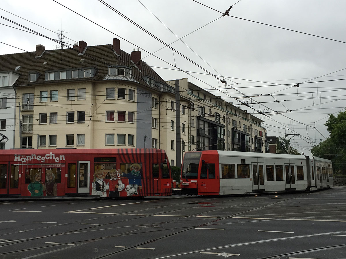 Viele Kölner wohnen in direkter Nähe zu Stadtbahn-Linien. Wohnen sie im Bereich von Gleiskurven (wie hier am Aachener Stern in Braunsfeld), dann ist es häufig unangenehm.