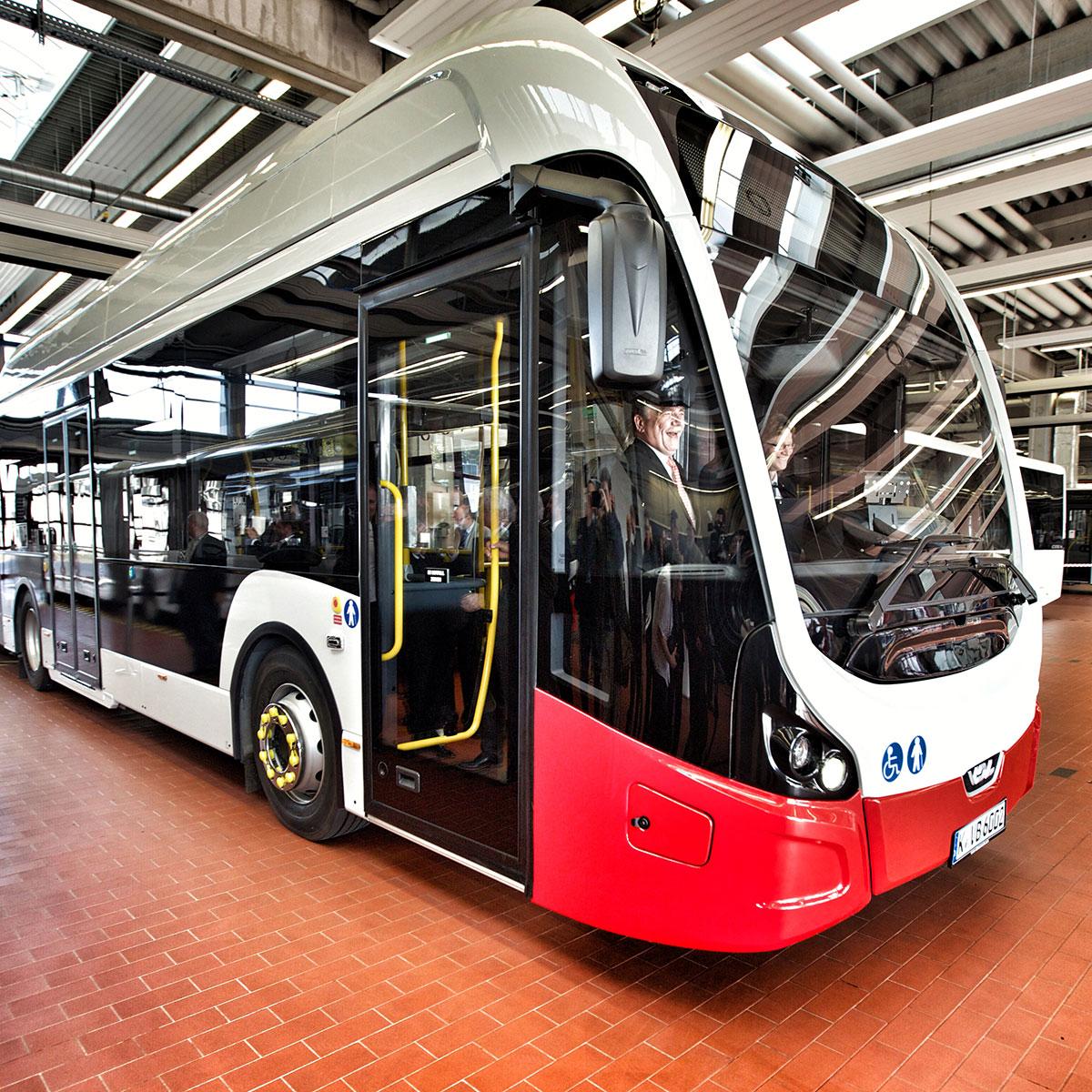 Neue Technik: ein Elektro-Gelenkbus