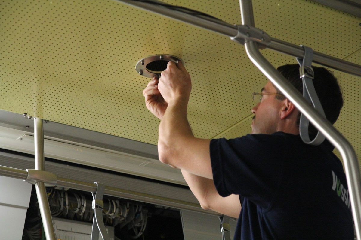Die Stadtbahnen bekommen inzwischen Bildschirme für die Fahrgastinfo und Videoanlagen.