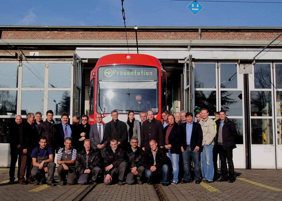 Der Umbau von Stadtbahnfahrzeugen ist eine Mannschaftsleistung, die die KVB in hoher Qualität zu günstigen Investitionskosten bewältigt.