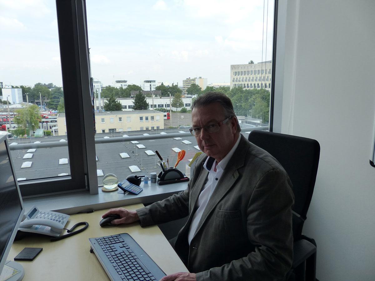 Die Organisation der fünf Lagerstandorte wird durch Günter Dabek zentral über die Hauptverwaltung der KVB geplant und gesteuert.