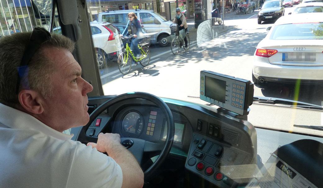 Busfahrer Günter behält die Nerven