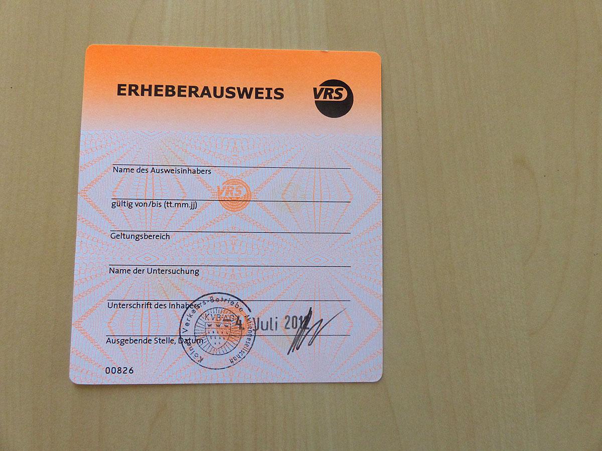 Ein Erheberausweis, mit dem die Fahrgastzähler im Netz unterwegs sind.