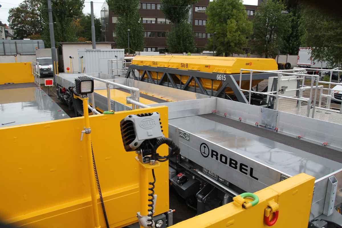 Die acht Fahrzeuge des neunen Transportsystems für den Bahnbau lassen sich flexibel miteinander kombinieren, was die Leistungsfähigkeit erhöht.