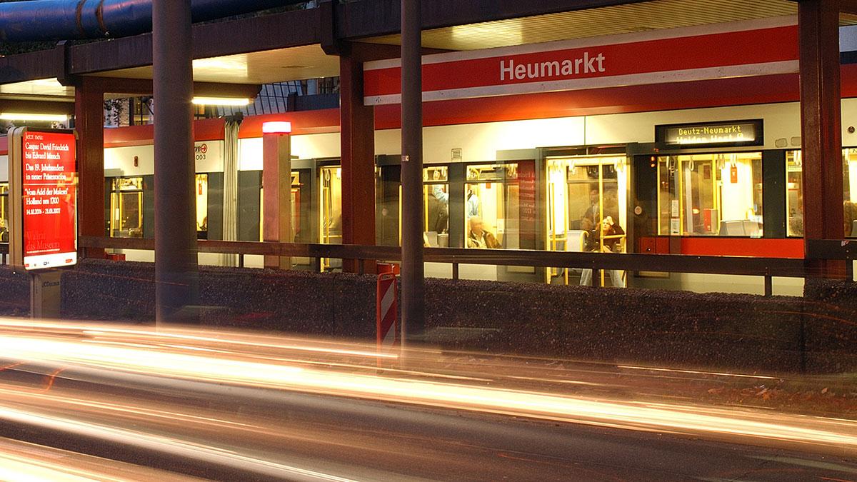 Der zentrale Knotenpunkt des Rendezvous-Verkehrs findet am Neumarkt statt. Am Heumarkt ist die Buslinie 132 nachts aber ebenfalls in das Rendezvous integriert.