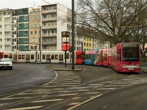 Am Salierring schließt die Zollstockbahn an die Ringbahn an – die Radiallnie wird zur Ringlinie.