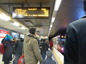 In der Rush Hour müssen viele Züge durch den einen Tunnel am Neumarkt