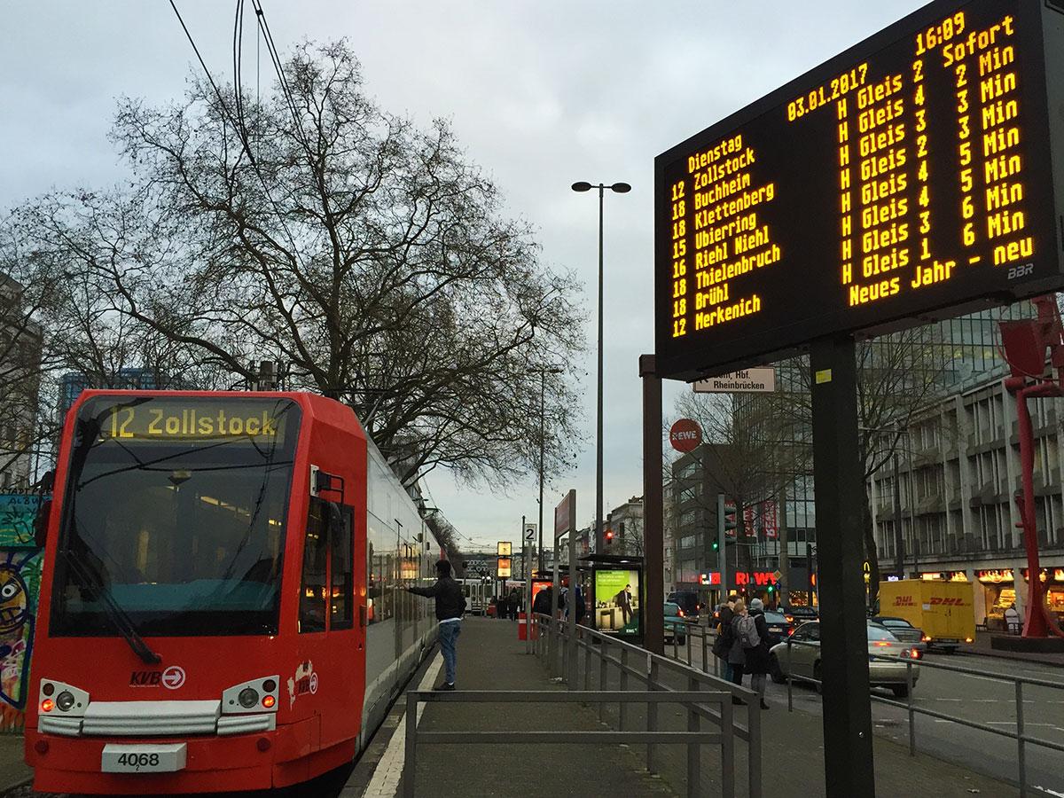 Die Linie 12 besitzt Verknüpfungspunkte mit nicht weniger als zehn Stadtbahn- und 15 Bus-Linien.