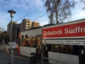 Am beschaulichen Südfriedhof in Zollstock beginnt der Linienweg der 12. Er führt über den Barbarossaplatz, Nippes und Weidenpesch bis nach Merkenich.