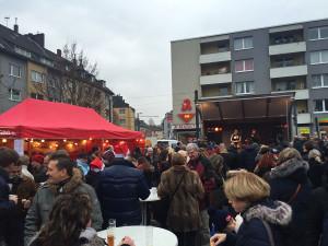 Der Marktplatz in Zollstock liegt direkt an der Linie 12 und bietet auch Platz für einen kleinen, sehr kurzen Weihnachtsmarkt.