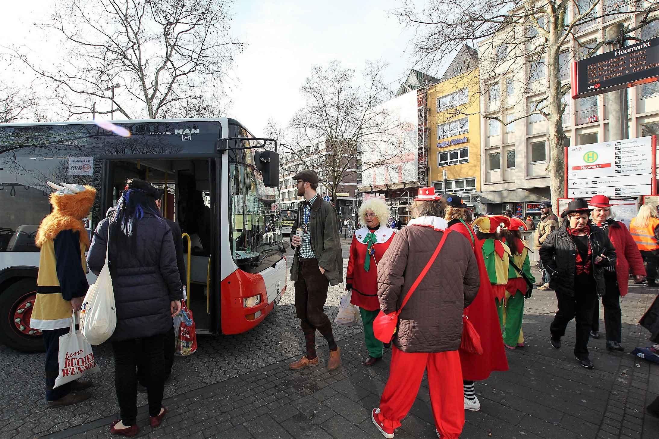 Die KVB ist im Karneval mitten im Geschehen. Auf zwölf Stadtbahn- und