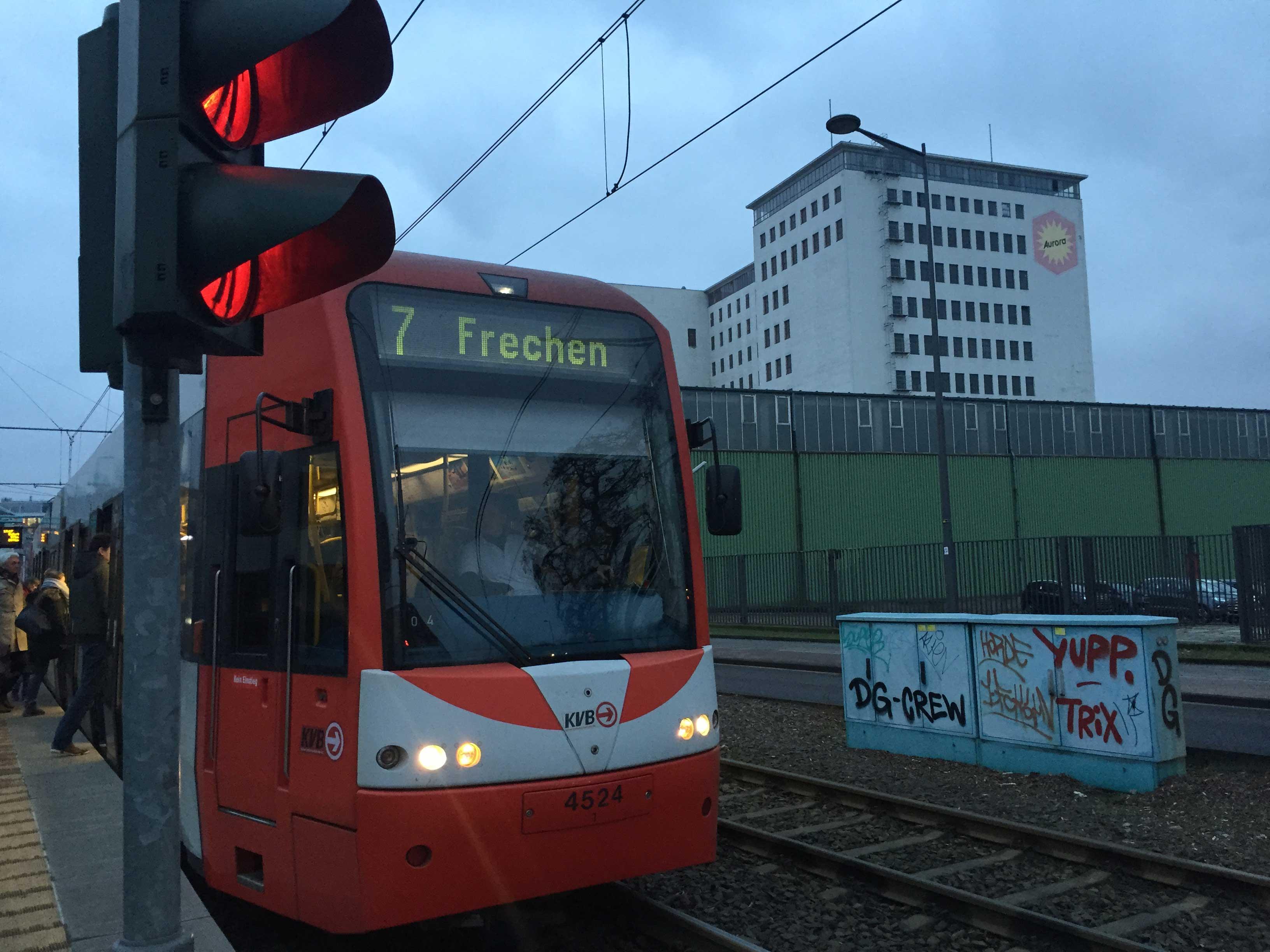 Im Bereich des Deutzer Hafens soll sich die Stadt dynamisch entwickeln. Für neue Bewohner und Beschäftigte besteht dann mit der Linie 7 bereits ein leistungsstarker Anschluss des ÖPNV.