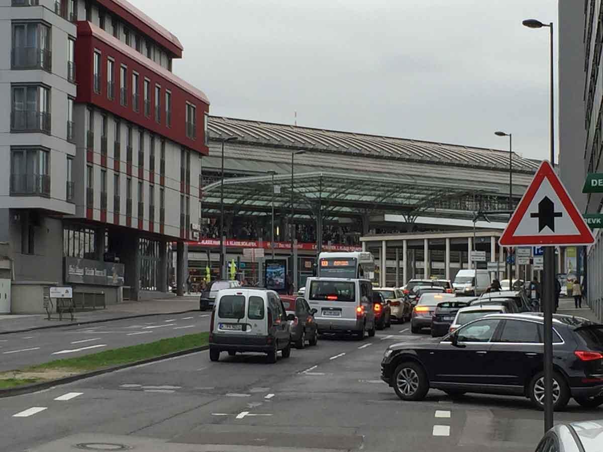 Zu meistern gilt es die Herausforderungen im Innenstadtverkehr, mit Stau, Verspätungen und knapper Zeit für die Nachladung.