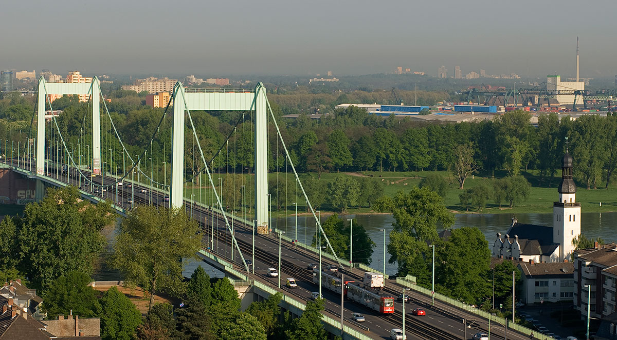 Imposantes Bauwerk: Die Mülheimer Brücke verbindet die Gürtelstrecke mit dem Rechtsrheinischen.