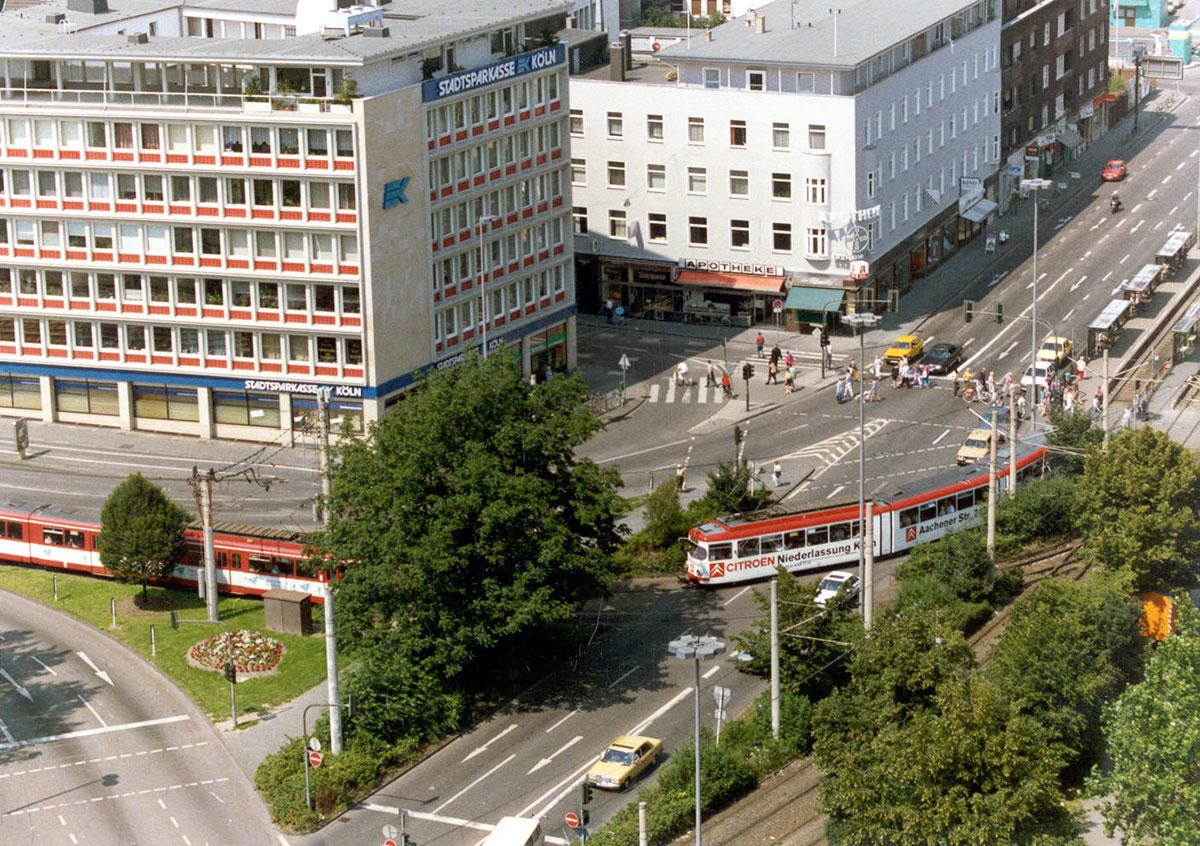Von 1974 bis 1997 fuhr die Linie 13 die Haltestelle Wiener Platz in Mülheim noch oberirdisch an.
