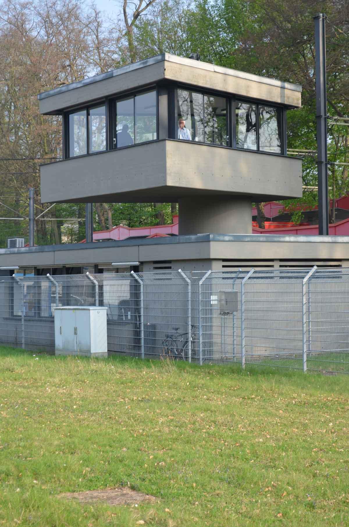 Der KVB-Leitstand am Stadion.