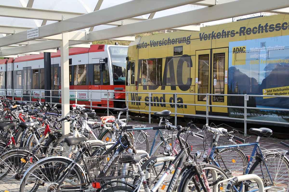 """Ziel der Strategie """"Köln mobil 2025"""" ist u.a. die Stärkung des Umweltverbundes, um Autofahren ein attraktives Angebot zu machen - vorankommen, Mobilität sichern, Klima- und Umwelt schützen."""