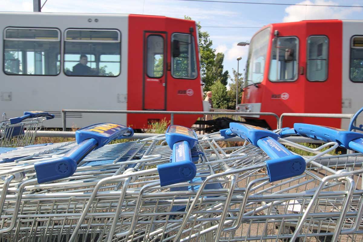 Komfortabel auch mit Einkäufen: Barrierefreiheit umfasst auch den Transport schwerer Gegenstände.