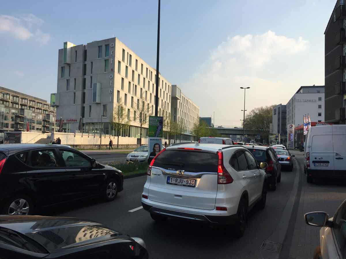 Häufig staut sich der Verkehr in Köln. Der Radverkehr kann zu einer spürbaren Entlastung beitragen, wenn die Bedingungen gut sind.