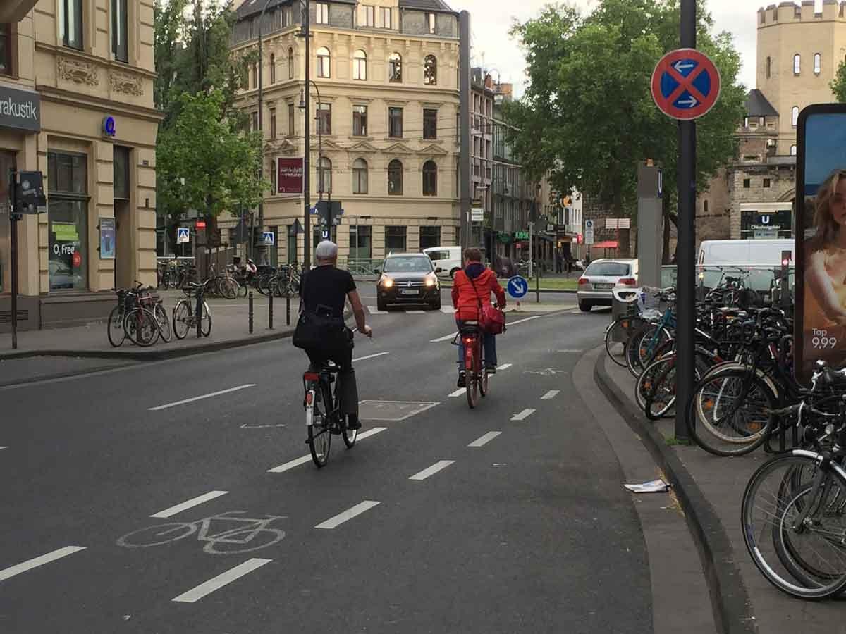 Zu guten Bedingungen gehören hochwertige Radwege, freigegebene Fußgängerzonen, eine alternative Beschilderung etc.