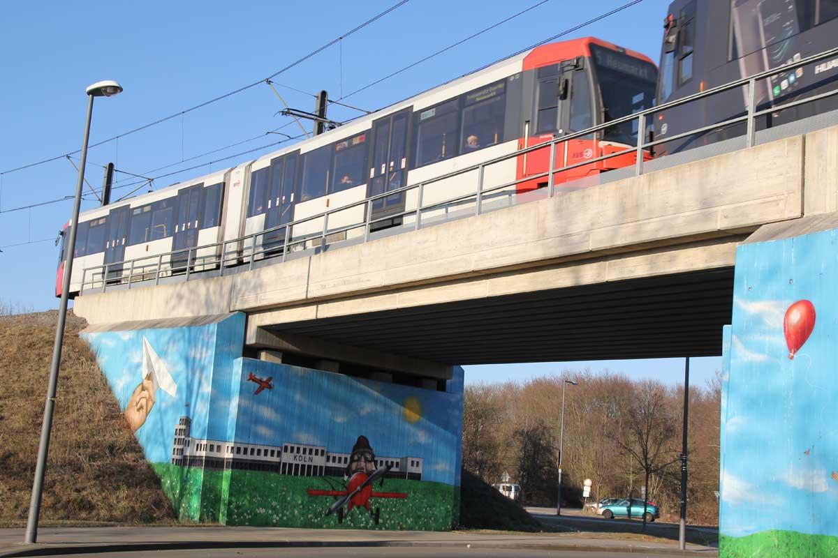 Auch die neue in das Areal führende Brücke beschreibt die geschichtliche Bedeutung.