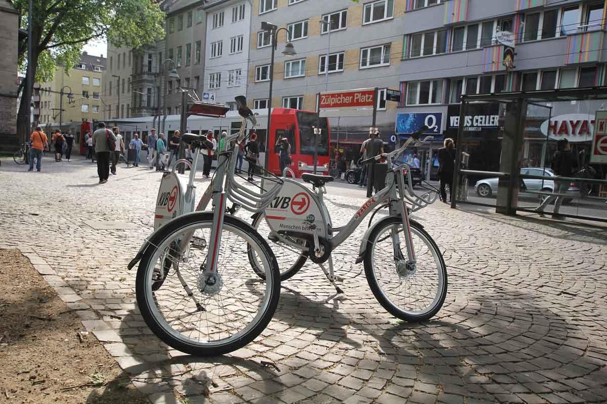 Mit den Leihrädern können die Wegeketten mit dem öffentlichen Nahverkehr geschlossen werden und somit Mobilität ohne Auto möglich werden.