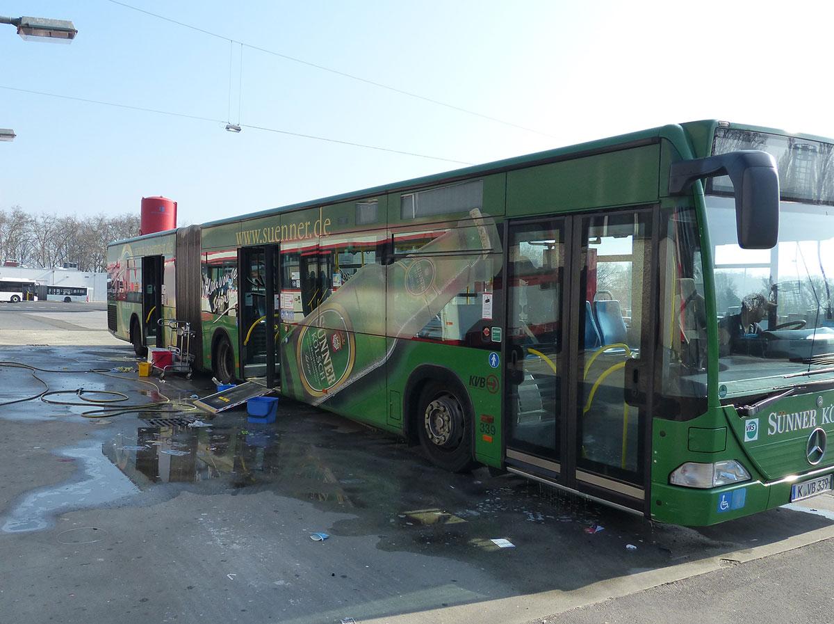 Einmal im Quartal werden die Busse einer Grundreinigung unterzogen.
