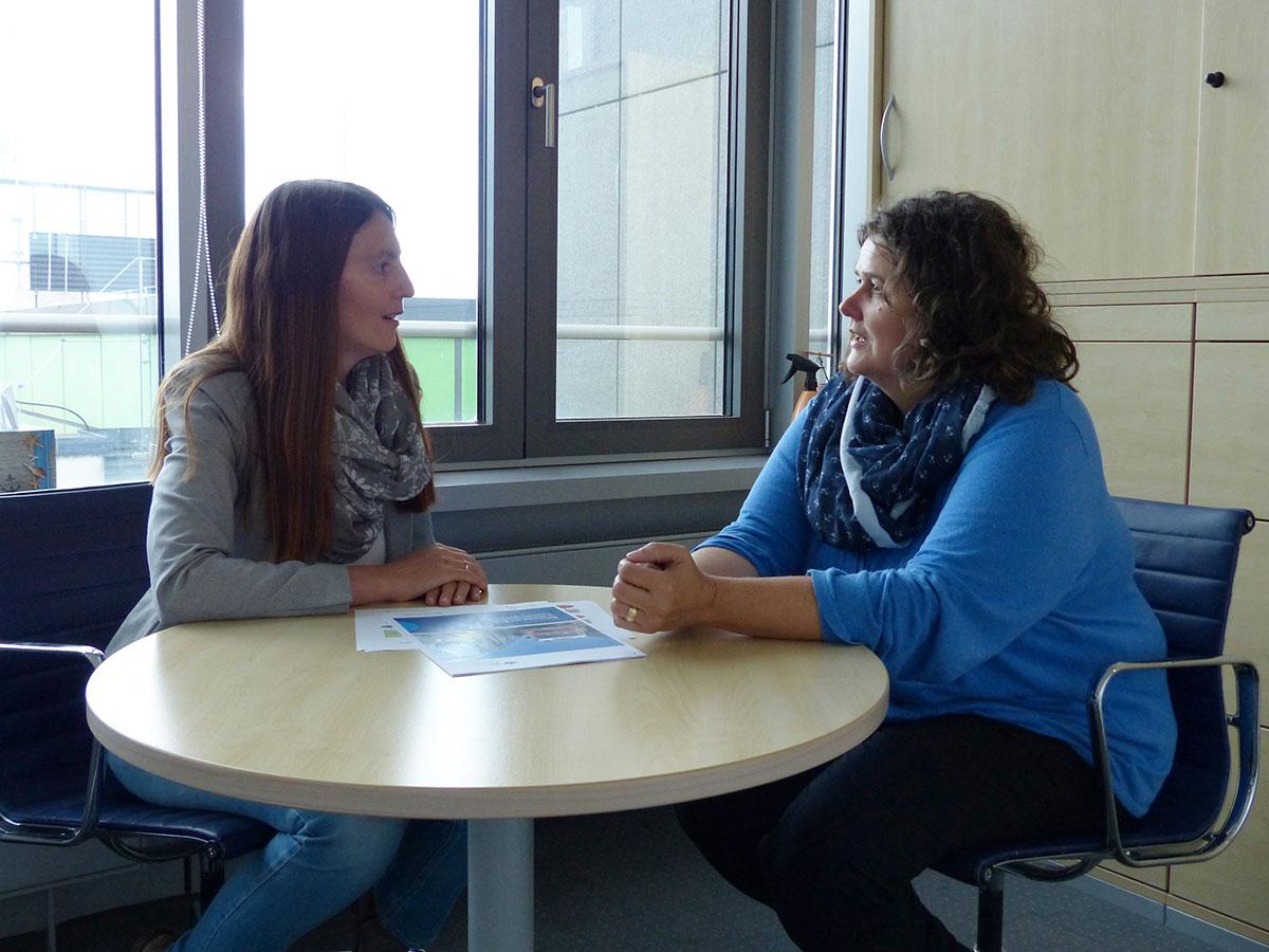 Die Autorin im Gespräch mit Frau Reimering