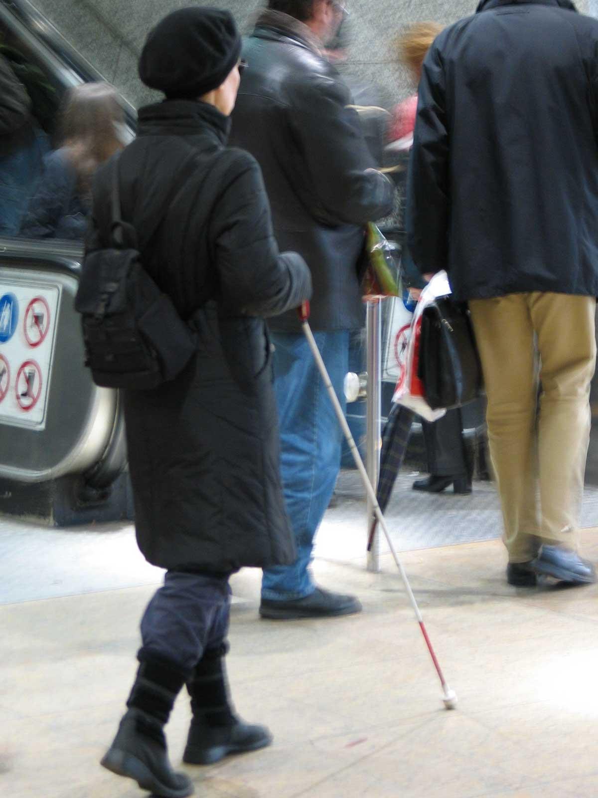Die Anzahl blinder Menschen ist auch heute noch sehr gering. Im Gegensatz zu früheren Jahren werden die ÖPNV-Anlagen aber dennoch auf blinde oder sehbehinderte Menschen ausgerichtet.