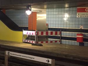 U-Bahn-Haltestelle Geldernstraße, gesperrte Fahrtreppe