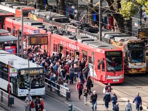 Neumarkt, viele Fahrgäste, Linie 1, Linie 9, Linie 146