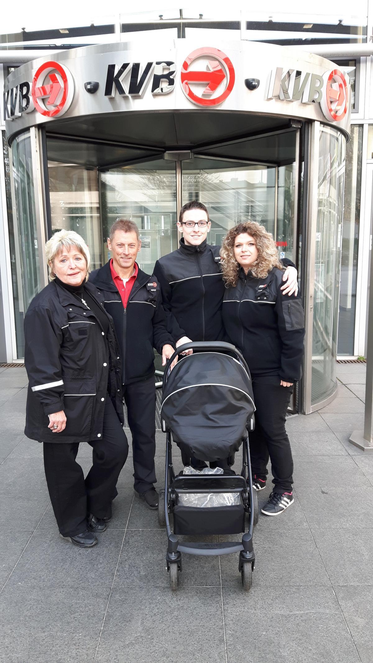 Erster Besuch mit Toichjter und Enekelin Fiona in der KVB-Zentrale in der Scheidweilerstraße