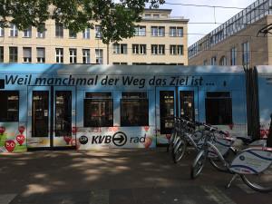 Zur Werbung für das KVB-Leihrad wurde eine Stadtbahn in attraktivem Design gestaltet.