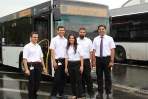Fünf Flüchtlinge haben erfolgreich die Busfahrschule absolviert und eine unbefristete Stelle bei der KVB bekommen.