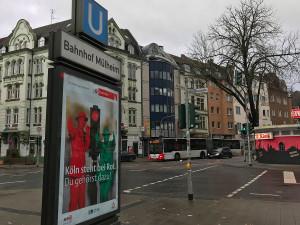 Am Bahnhof Mülheim wird die Verknüpfung mit Stadtbahn, S-Bahn, Regionalbahn, RegionalExpress, weiteren Buslinien, CarSharing, Taxi und Leihradangeboten realisiert - hier besteht eine der ersten Mobil-Stationen in Köln