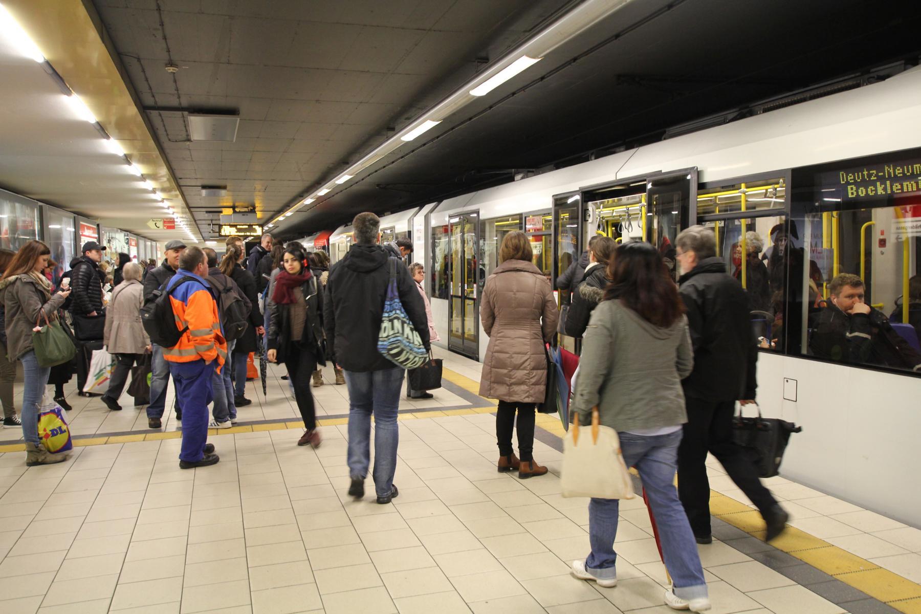 Die hohe Auslastung von Bussen und Bahnen führt per se niedrigeren Emissionen je Fahrgast.