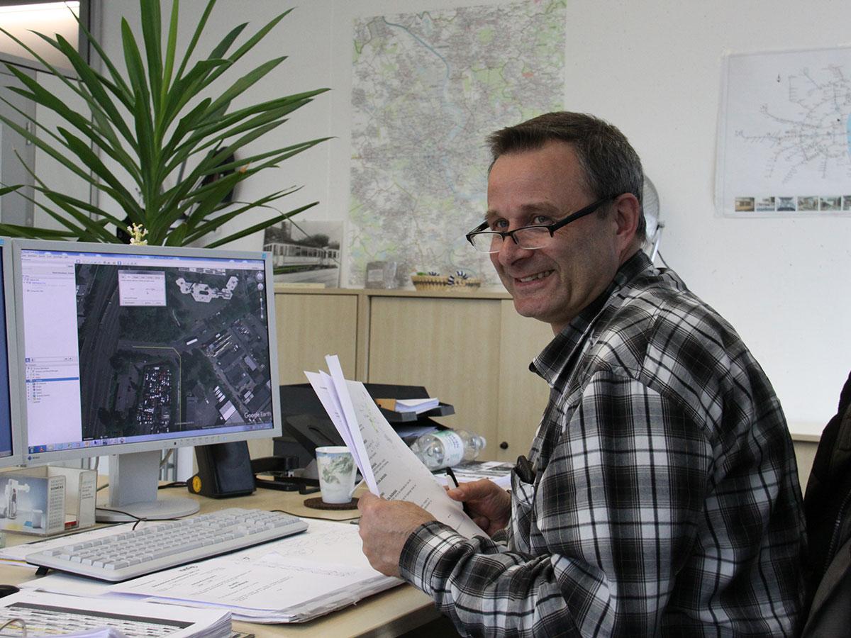Achim ist u.a. für die Zielbeschilderung der Fahrzeuge zuständig und arbeitet eng mit Bianca zusammen.