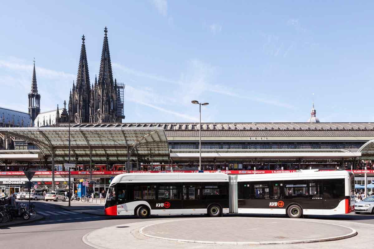 In Köln gehören E-Busse zur alltäglichen Realität. Ihre Zahl wird bald weiter steigen.
