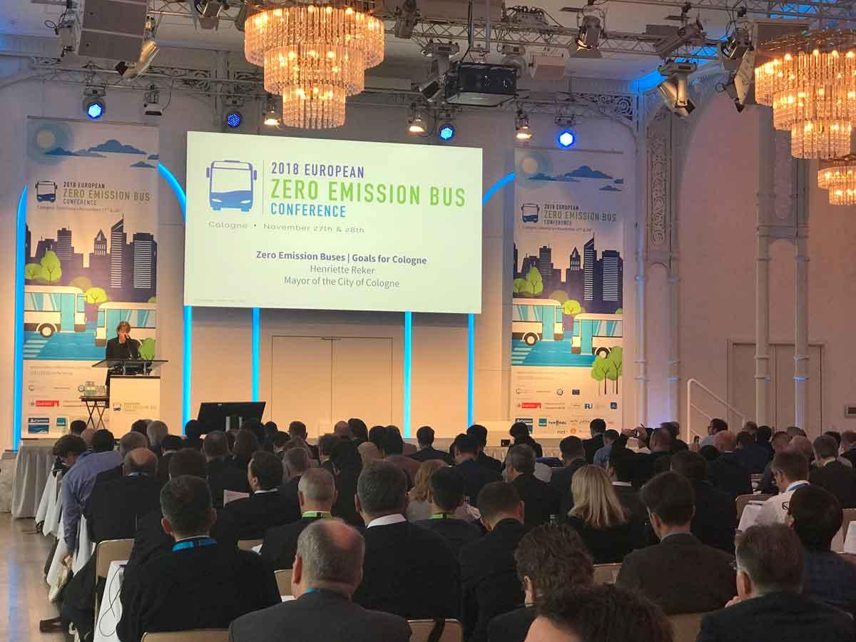 Über 330 Experten aus ganz Europa informieren und beraten sich auf der ZEB- Konferenz über den aktuellen Stand und die Herausforderungen der Elektromobilität mit Wasserstoff- und Batterietechnik.
