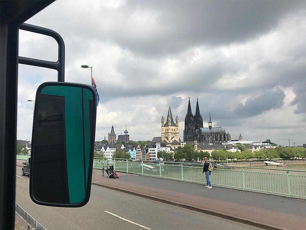 Freuden eines Bahnfahrers in Köln: Die Aussicht auf den Dom.