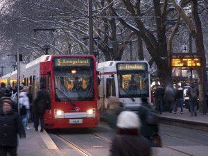 Blog_Was_ist_eine_Stadtbahn_Moderne_Stadtbahnwagen_Neumarkt-300x225