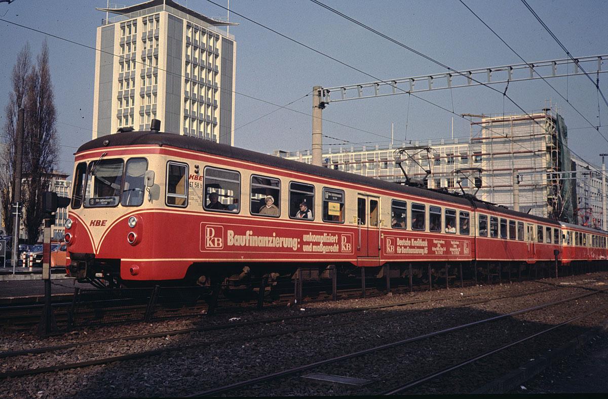 Linie18_Vorgebirgsbahn_am_Barbarossaplatz