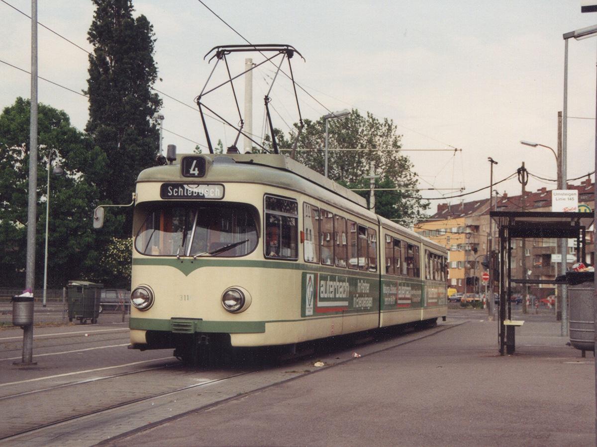 Linie 4 an der alten Haltestelle Äußere Kanalstr.