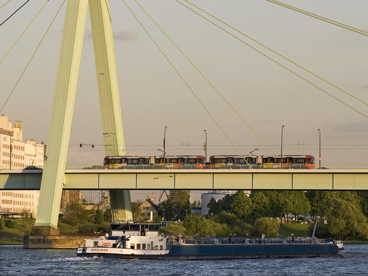 Linie 4 auf der Severinsbrücke